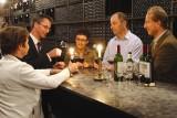 Wijnproeverij in de kelders van het wijnhuis